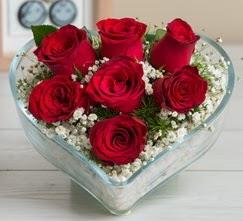 Kalp içerisinde 7 adet kırmızı gül  Gümüşhane çiçekçiler