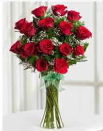 Cam vazo içerisinde 11 kırmızı gül vazosu  Gümüşhane çiçek gönderme sitemiz güvenlidir