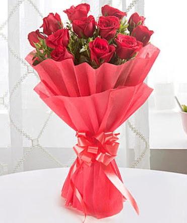 12 adet kırmızı gülden modern buket  Gümüşhane internetten çiçek siparişi