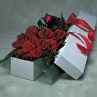 Gümüşhane güvenli kaliteli hızlı çiçek  11 adet gülden kutu