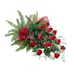 Gümüşhane güvenli kaliteli hızlı çiçek  10 adet kirmizi gül özel buket çiçek siparisi