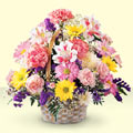 Gümüşhane çiçek yolla , çiçek gönder , çiçekçi   sepet içerisinde gül ve mevsim