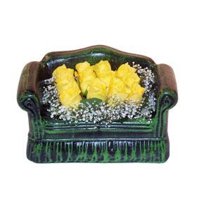Seramik koltuk 12 sari gül   Gümüşhane uluslararası çiçek gönderme