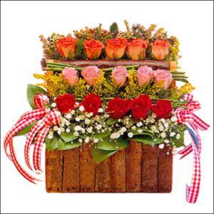 sandikta 3 kat güllerden   Gümüşhane online çiçekçi , çiçek siparişi
