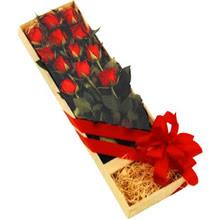 kutuda 12 adet kirmizi gül   Gümüşhane internetten çiçek siparişi