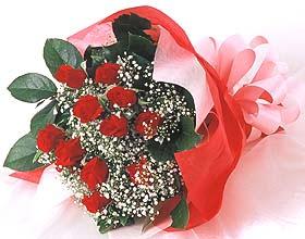 12 adet kirmizi gül buketi  Gümüşhane yurtiçi ve yurtdışı çiçek siparişi