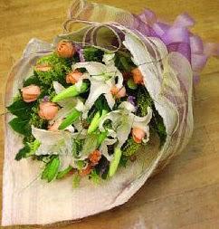 Gümüşhane çiçek online çiçek siparişi  11 ADET GÜL VE 1 ADET KAZABLANKA