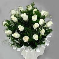 Gümüşhane 14 şubat sevgililer günü çiçek  11 adet beyaz gül buketi ve bembeyaz amnbalaj