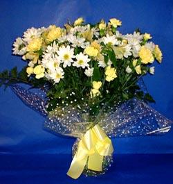 Gümüşhane 14 şubat sevgililer günü çiçek  sade mevsim demeti buketi sade ve özel