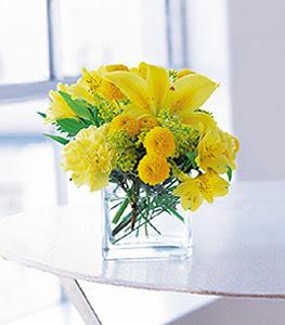 Gümüşhane uluslararası çiçek gönderme  sarinin sihri cam içinde görsel sade çiçekler