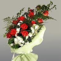 Gümüşhane uluslararası çiçek gönderme  11 adet kirmizi gül buketi sade haldedir
