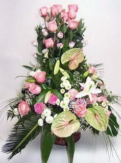 Gümüşhane uluslararası çiçek gönderme  özel üstü süper aranjman
