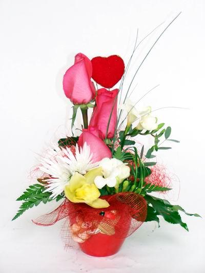 Gümüşhane uluslararası çiçek gönderme  cam içerisinde 3 adet gül ve kir çiçekleri