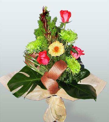 Gümüşhane uluslararası çiçek gönderme  3 adet gül 4 adet gerbera çiçegi sade buket