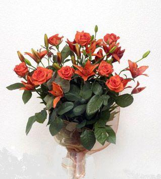 9 adet gül ve 3 adet lilyum çiçegi buketi   Gümüşhane yurtiçi ve yurtdışı çiçek siparişi