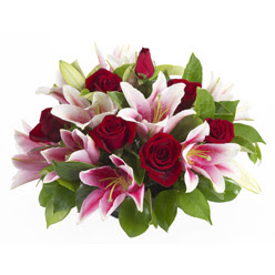 güller ve kazablnaklardan aranjman  Gümüşhane çiçek gönderme sitemiz güvenlidir