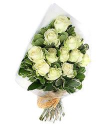 Gümüşhane çiçekçi mağazası  12 li beyaz gül buketi.