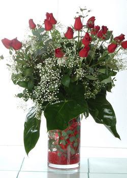 Gümüşhane ucuz çiçek gönder  11 adet kirmizi gül ve cam yada mika vazo tanzim