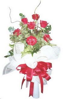 Gümüşhane hediye sevgilime hediye çiçek  7 adet kirmizi gül buketi