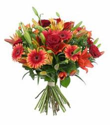 Gümüşhane çiçek siparişi vermek  3 adet kirmizi gül ve karisik kir çiçekleri demeti