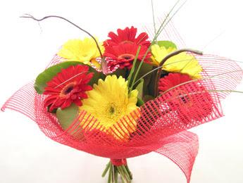 9 adet gerbera çiçeklerinden buket  Gümüşhane cicek , cicekci
