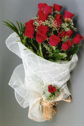 10 adet kirmizi güllerden buket çiçegi  Gümüşhane hediye çiçek yolla