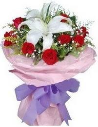 9 adet kirmizi gül 1 adet kazablanka buketi  Gümüşhane anneler günü çiçek yolla