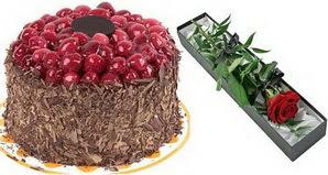 1 adet yas pasta ve 1 adet kutu gül  Gümüşhane çiçek yolla , çiçek gönder , çiçekçi