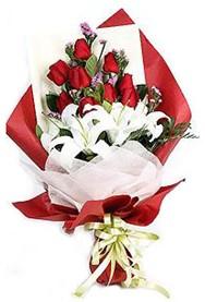 Gümüşhane 14 şubat sevgililer günü çiçek  9 adet gül 2 adet kazablanka buketi