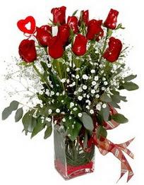 Gümüşhane kaliteli taze ve ucuz çiçekler  9 adet mika yada cam vazoda gül tanzimi kalp çubuk