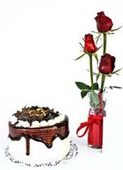 Gümüşhane kaliteli taze ve ucuz çiçekler  vazoda 3 adet kirmizi gül ve yaspasta