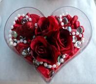 Gümüşhane yurtiçi ve yurtdışı çiçek siparişi  mika kalp içerisinde 3 adet gül ve taslar