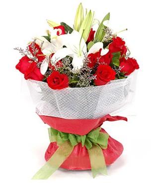 Gümüşhane 14 şubat sevgililer günü çiçek  1 dal kazablanka 11 adet kırmızı gül buketi