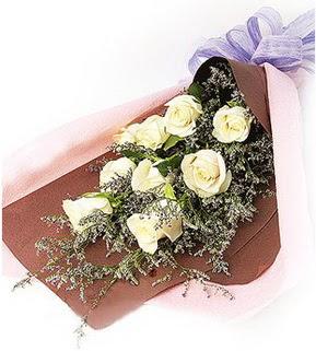 Gümüşhane yurtiçi ve yurtdışı çiçek siparişi  9 adet beyaz gülden görsel buket çiçeği