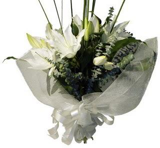 Gümüşhane anneler günü çiçek yolla  2 dal kazablanka çiçek buketi