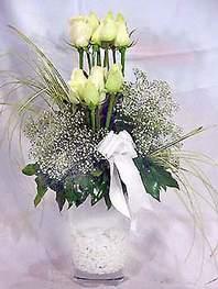 Gümüşhane güvenli kaliteli hızlı çiçek  9 adet vazoda beyaz gül - sevdiklerinize çiçek seçimi
