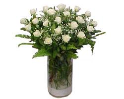 Gümüşhane hediye çiçek yolla  cam yada mika Vazoda 12 adet beyaz gül - sevenler için ideal seçim