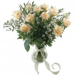 Vazoda 8 adet beyaz gül  Gümüşhane İnternetten çiçek siparişi