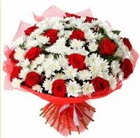 11 adet kırmızı gül ve beyaz kır çiçeği  Gümüşhane çiçek online çiçek siparişi