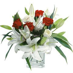 vazo içerisinde 4 gül 1 adet kazablanka  Gümüşhane güvenli kaliteli hızlı çiçek