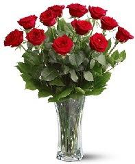 11 adet kırmızı gül vazoda  Gümüşhane çiçek mağazası , çiçekçi adresleri