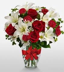 Eşsiz vazo tanzimi güller kazablankalar  Gümüşhane güvenli kaliteli hızlı çiçek