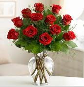 Vazo içerisinde 12 kırmızı gül  Gümüşhane cicek , cicekci