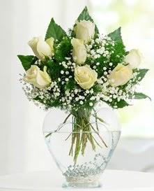 Cam içerisinde 7 adet beyaz gül  Gümüşhane online çiçekçi , çiçek siparişi