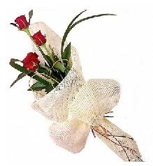 3 adet kırmızı gül buketi  Gümüşhane ucuz çiçek gönder