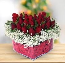 15 kırmızı gülden kalp mika çiçeği  Gümüşhane cicek , cicekci
