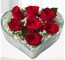 Kalp içerisinde 7 adet kırmızı gül  Gümüşhane çiçekçi telefonları