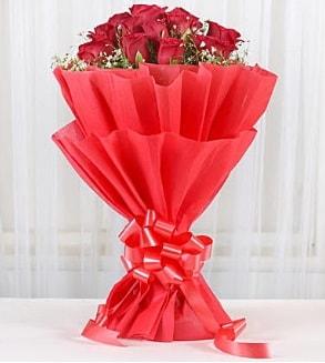 12 adet kırmızı gül buketi  Gümüşhane 14 şubat sevgililer günü çiçek